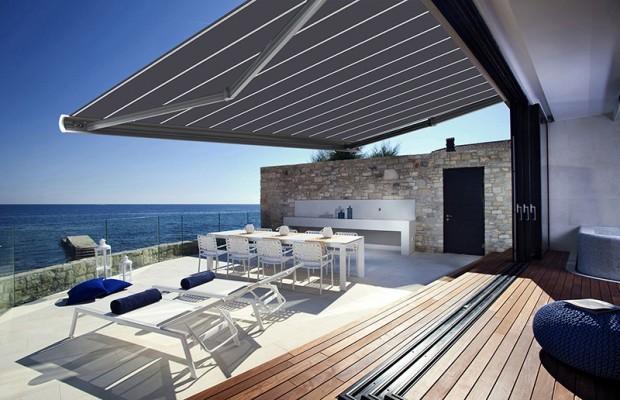 store banne sur une terrasse