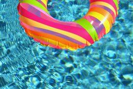 Bouée dans une piscine